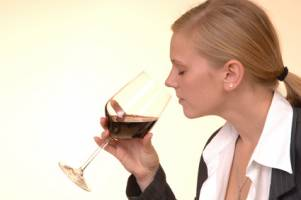 The importance of wine swirling
