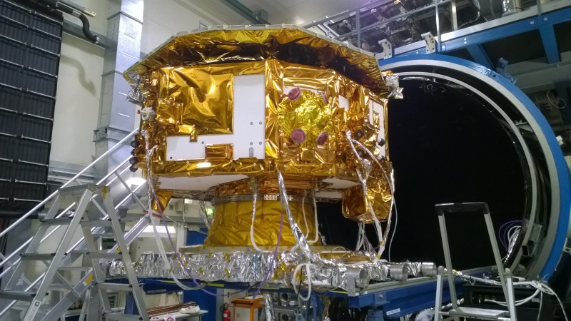 (jpg, 2978 KB) LISA Pathfinder is undergoing some thermal tests. (Photograph: ES