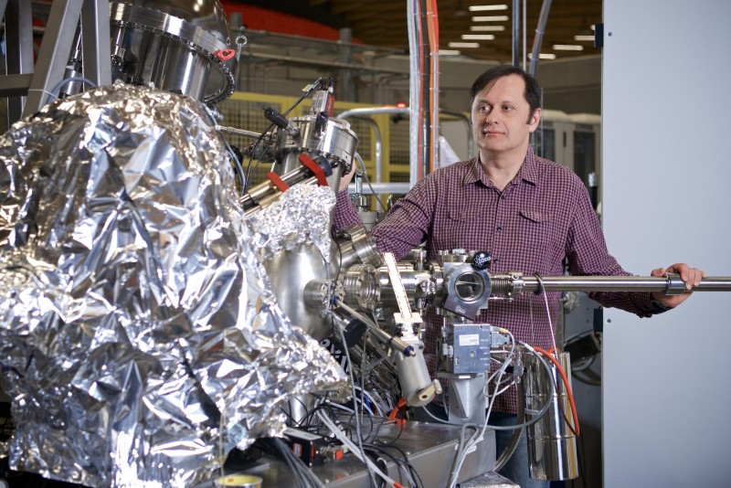 Vladimir Strokov at the ADRESS-Beamline of the Swiss Light Source SLS, where the