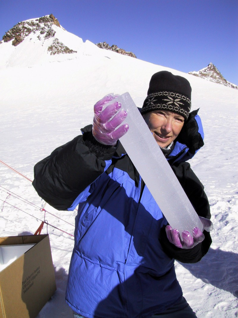 Chemist Margit Schwikowski with an ice core on Colle Gnifetti. (Photo: Paul Sche
