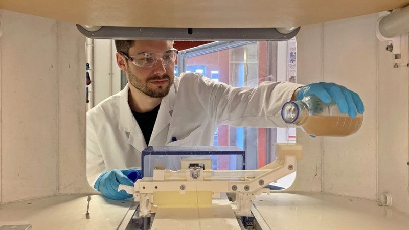 Tender fibers for auxetic membranes: Empa researcher Alexandre Morel loads the e