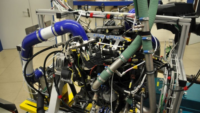 2-liter four-cylinder prechamber gas engine on the test bench in Empa's en