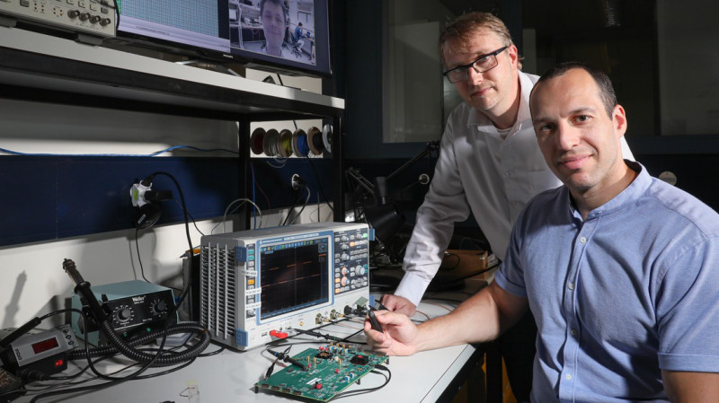 Andreas Burg and Robert Giterman from EPFL, developped an embedded memory two ti