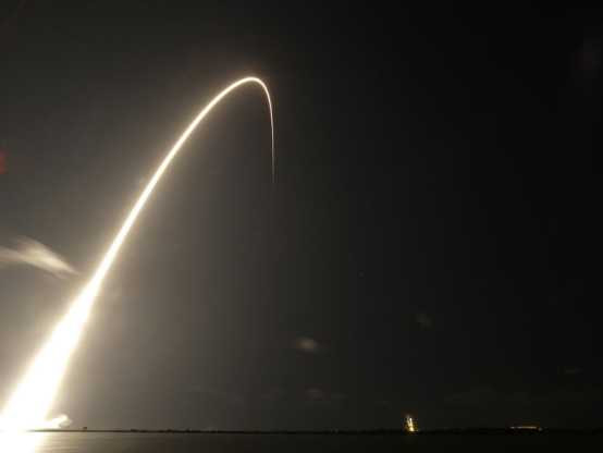 A SpaceX rocket carrying 60 satellites lifts off. (Photo: AP Photo/John Raoux)