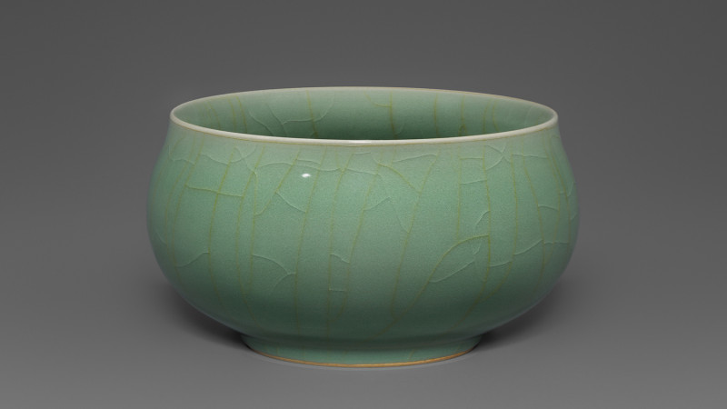 Siyu ?? (Drizzling rain). Plum green celadon with gold thread craquelure. Mao Zh