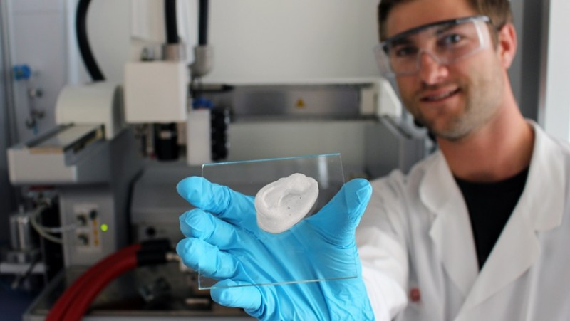 A 3D-printed ear: Empa researcher Michael Hausmann uses nanocellulose as the bas