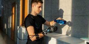 A hand exoskeleton designed for everyday wear has to be light and straightforwar