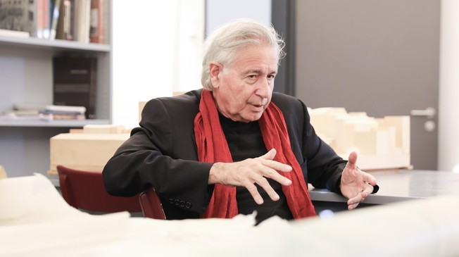 Bernard Tschumi in the offices of EPFL's Modern Architecture Archives.  ©M