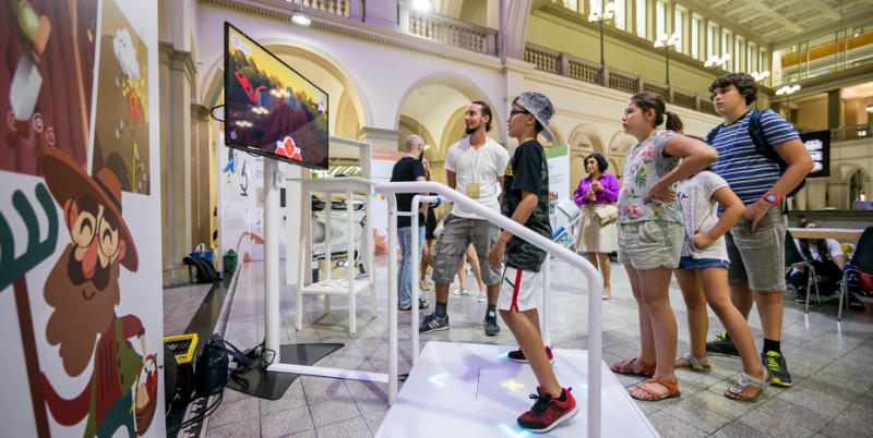 At many exhibition stands, visitors were able to test themselves. (Image: Della