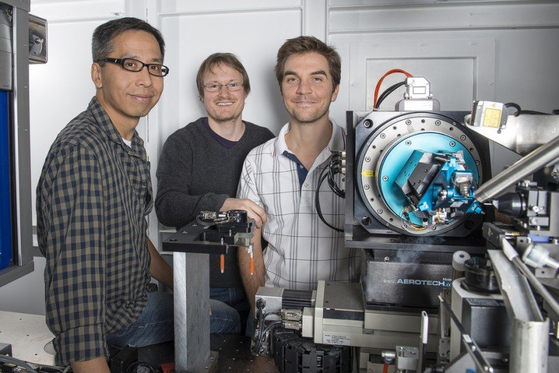 The PSI researchers Meitian Wang, Tobias Weinert and Vincent Olieric at their wo