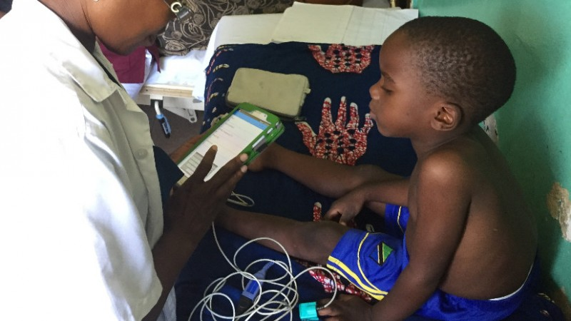 Samaka, clinical officer at the Ifakara Health Institute (IHI), treats a child
