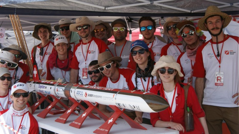 Des étudiants de l'EPFL Rocket Team à la Spaceport America Cup 2019 © DR